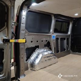 Pose isolation parois + plafond dans votre véhicule aménagé